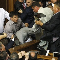 Драка в парламенте: как депутаты украинский язык защищали
