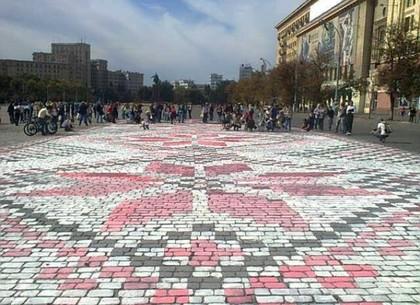 Гигантская вышиванка появилась на площади Свободы (ФОТО, ВИДЕО)