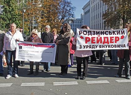 Киевские инвалиды просят Порошенко снять с выборов Анатолия Родзинского, которого обвиняют в мошенничестве