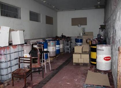 Подпольное производство моторного масла «накрыли» в Харькове. Контрафакт выдавали за зарубежные бренды