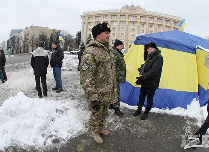Областной военком Дмитрий Малицкий встретился с активистами на площади Свободы