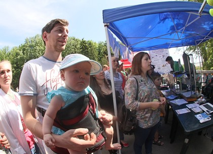 «Научные пикники» проходят в саду Шевченко: более тысячи занимательных опытов под открытым небом