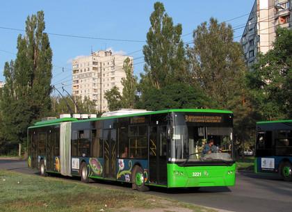 С 1 июня проезд в троллейбусе и трамвае будет стоит 2,5 гривны