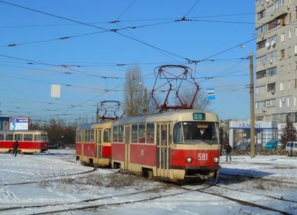Ремонт трамвайных рельсов на Тракторостроителей продлили до середины января