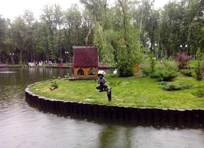 Есть в Харькове памятник, у которого регулярно не хватает одной детали (ФОТО)