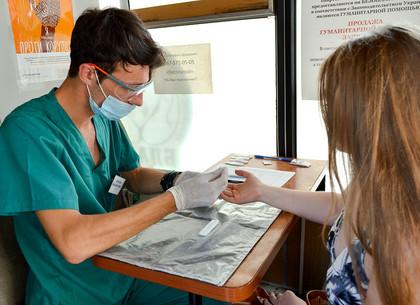Как возле «Стекляшки» проверяют на гепатит