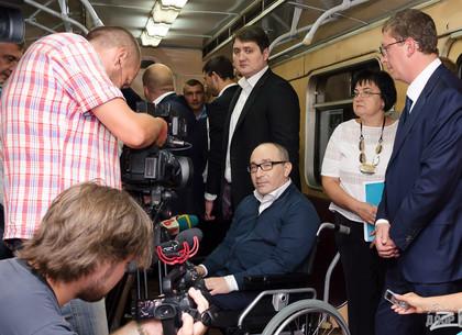 Кернес принял участие в пуске пробного поезда со станции «Победа» (ФОТО)