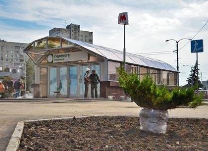 На территории возле станции метро «Победа» завершаются работы по благоустройству