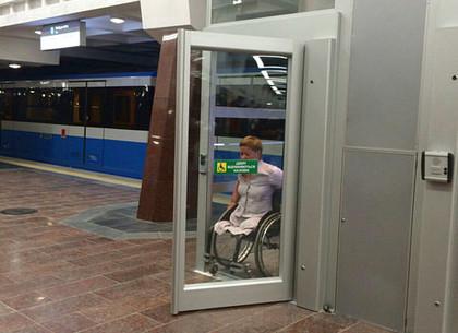 Люди с инвалидностью высоко оценили уровень доступности на станции метро «Победа»