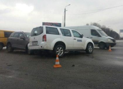 Машина ОБСЕ попала в ДТП с пострадавшими