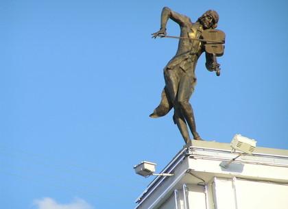 Геннадий Кернес потребовал вернуть скульптуру скрипача на место