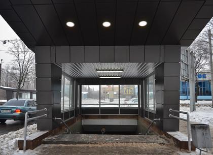 На станции метро «Тракторный завод» обновили пешеходные выходы