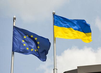 Торжественная церемония поднятия флагов Украины и Европейского союза в Харькове