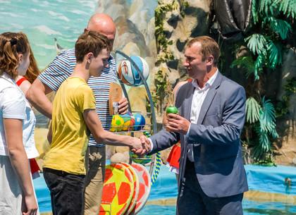 Победители детского спортивного фестиваля посетили дельфинарий