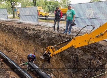 На проспекте Тракторостроителей заменяют водопроводные трубы по современной технологии (ФОТО)