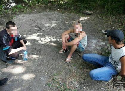 Трое парней с наркотиком в кармане пытались убежать от полиции
