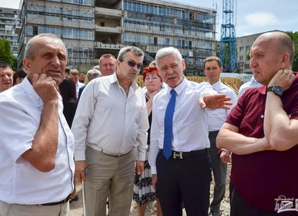 Игорь Терехов проинспектировал строительство регионального центра админуслуг