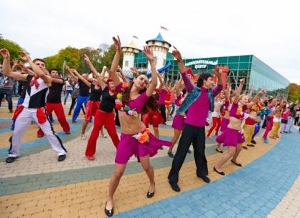 Карибский карнавал в парке Горького: харьковчане массово станцуют сальсу