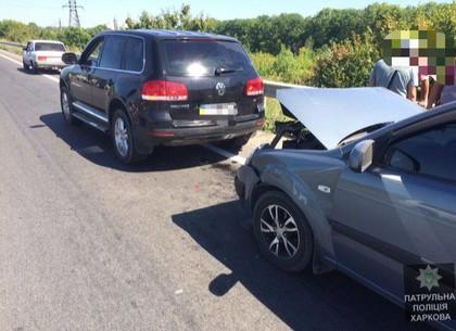 На выезде из Харькова столкнулись Kia и Volkswagen Touareg