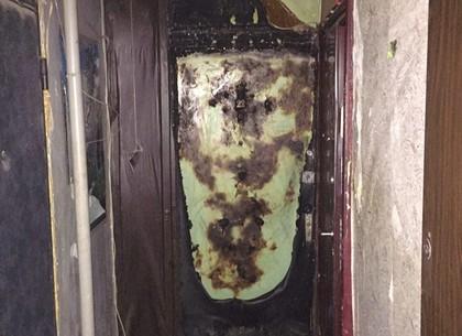 Пьяная харьковчанка подожгла дверь приятелю и его соседям