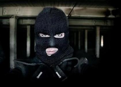 Под Харьковом мужчина в маске ограбил киоск