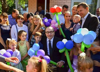 На Новых домах Геннадий Кернес открыл детский сад, который не работал более 20 лет
