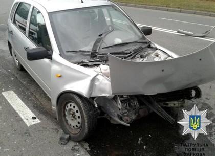 Тройное ДТП на Тракторостроителей: пострадавшего увезла скорая (ФОТО)