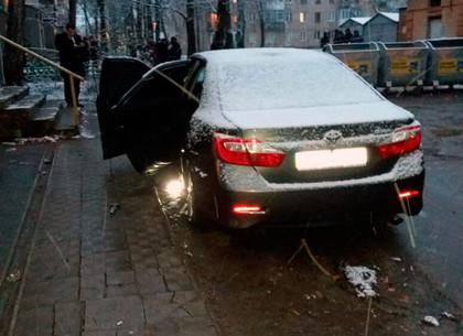 На Павловом Поле подорвали гранатой автомобиль полицейского (ВИДЕО, ФОТО)
