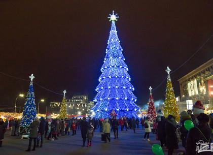 На площади Свободы в новогоднюю ночь пройдут концерт, флэш-моб и фаер-шоу