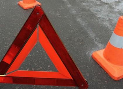 Под Харьковом легковушка столкнулась с грузовиком, есть погибшая
