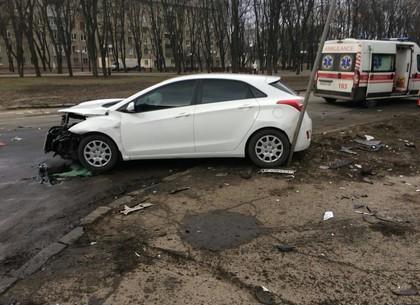Авария на ХТЗ: пострадавшего увезла скорая (ФОТО)