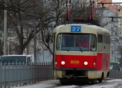 На Салтовке «герои парковки» блокируют трамваи
