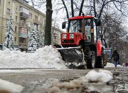 Харьковчан просят не мешать работе снегоуборочных машин