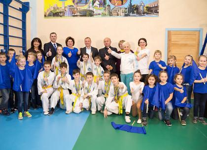 В школах Новобаварского района открыли современные спортивные залы и тир