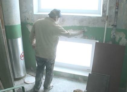 Харьковские коммунальщики продолжают ремонтировать подъезды