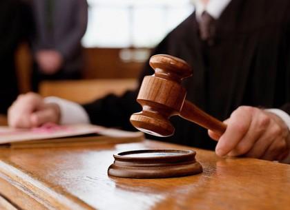 Похищал мобильные телефоны и грабил: прокуратура доказала вину псевдополицейского