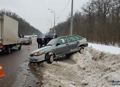 На Белгородском шоссе легковушка пошла на неудачный обгон