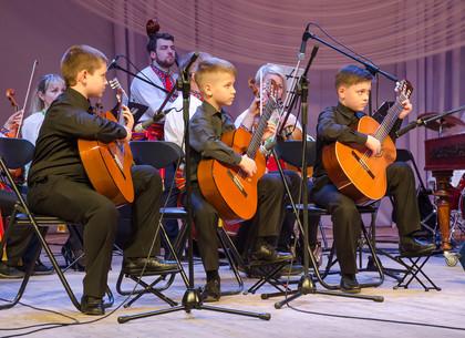 В Харькове юные музыканты выступили на одной сцене с профессиональным оркестром