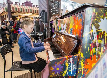 В Харькове проходит проект «Art & Piano: играй ярко» (ФОТО, ВИДЕО)