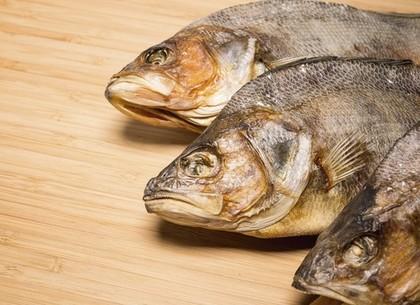 Жительница Харьковщины заболела ботулизмом, поев вяленой рыбы