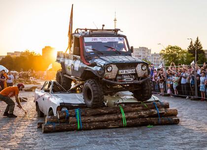 На площади Свободы в Харькове проходит автофестиваль