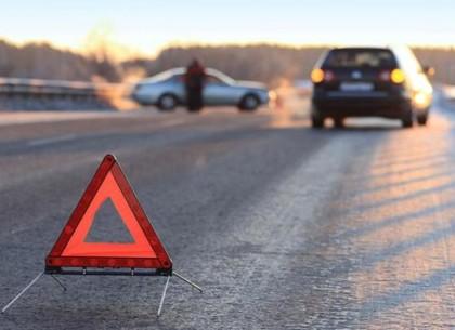 На Харьковщине столкнулись две иномарки и пассажирский автобус