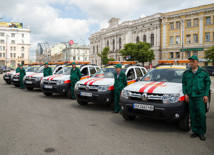 Геннадий Кернес передал ключи от 13 новых машин сотрудникам КСП «Харьковгорлифт»