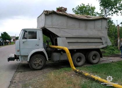 Пьяный рабочий угнал КамАЗ и оставил без газа поселок под Харьковом (ФОТО)