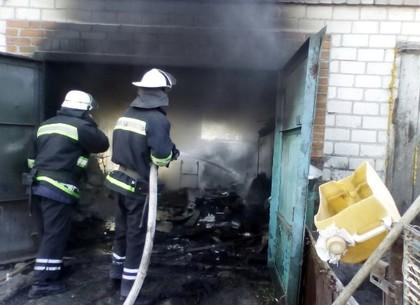 Под Валками мужчина, спасая авто от пожара, получил ожоги (ФОТО)