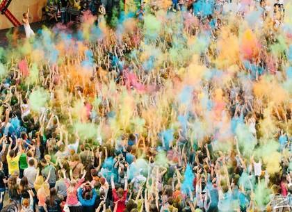 В парке Горького будут обсыпаться красками: программа фестиваля Холи