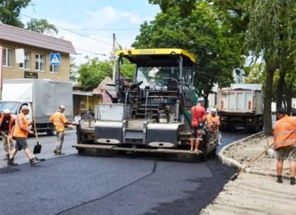 На улице Большой Панасовской продолжают ремонтировать проезжую часть