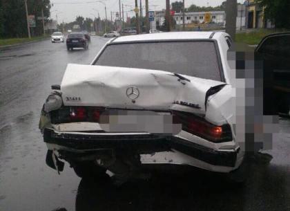 На Шевченко микроавтобус Mercedes «помял» легковушку Mercedes