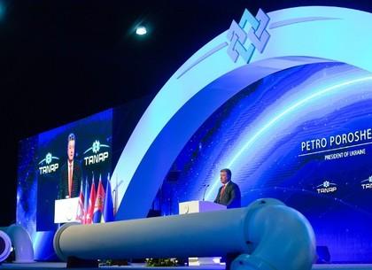 Порошенко: Надеюсь, что в ближайшее время найдем возможности для привлечения природного газа из Каспийского моря в Украину (ФОТО)