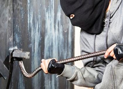 Житель Харьковщины совершил кражу металлических изделий с территории бывшей фабрики